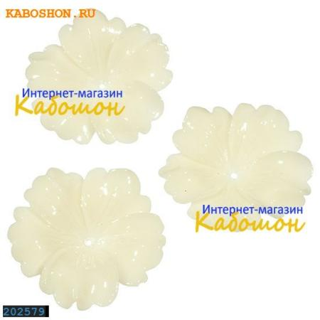 Цветок (имитация коралла) 32 мм белый (уценка)