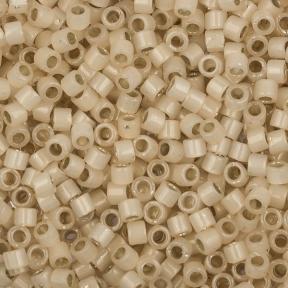Бисер Delica 11-0 Внутреннее серебрение молочный слоновая кость