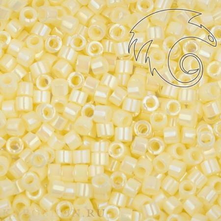 Бисер Delica 11-0 Радужный непрозрачный бледно-желтый