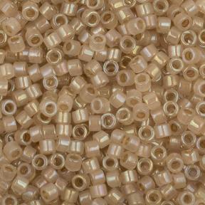 Бисер Delica 11-0 Окрашенный изнутри бежевый-радужный опал