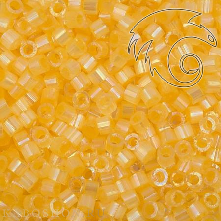 Бисер Delica 11-0 Сатин (шелк) окрашенный изнутри/светлый абрикос