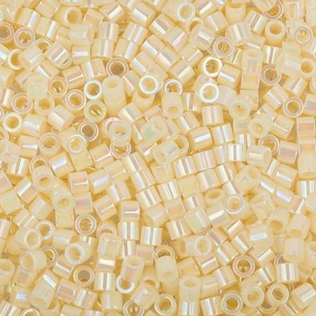 Бисер Delica 15-0 Радужный непрозрачный кремовый