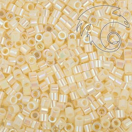 Delica 15-0 Радужный непрозрачный кремовый