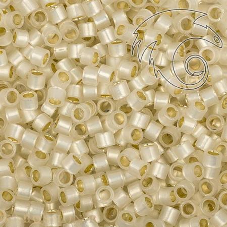 Бисер Toho Treasures Внутреннее серебрение молочно-белый